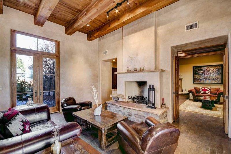 The Sunrise Retreat, 2 Bedrooms, Fireplace, WiFi, Jetted Tub, Sleeps 6, location de vacances à Cochiti Pueblo