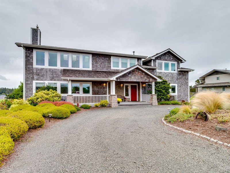 Golf-course-front home w/ ocean view & shared tennis -walk to beach, holiday rental in Gearhart