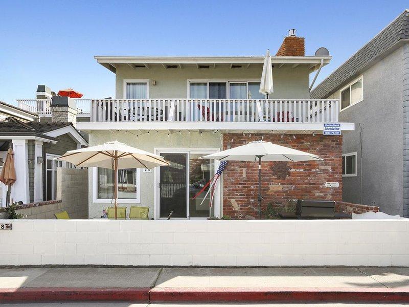 Wonderful Family Beachside Vacation Getaway - Half Block to the Beach!, vacation rental in Newport Beach