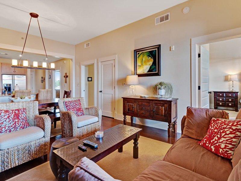 Stunning condo w/ a furnished balcony, shared pools & convenient beach access, casa vacanza a Blue Mountain Beach
