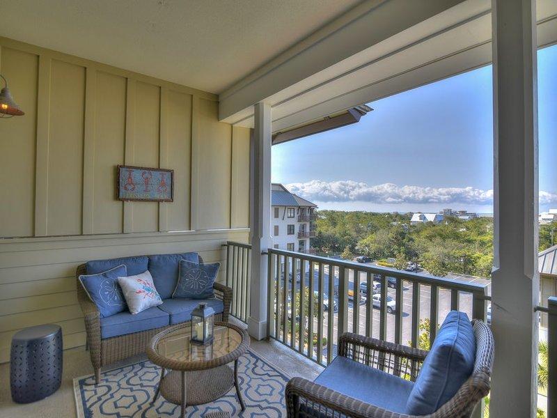 Lovely condo w/ a shared gym, pool, private beach access, & shuttle service, location de vacances à Blue Mountain Beach