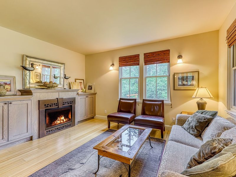 Ocean view, outdoor fireplace, & beach access!, vacation rental in Eastsound