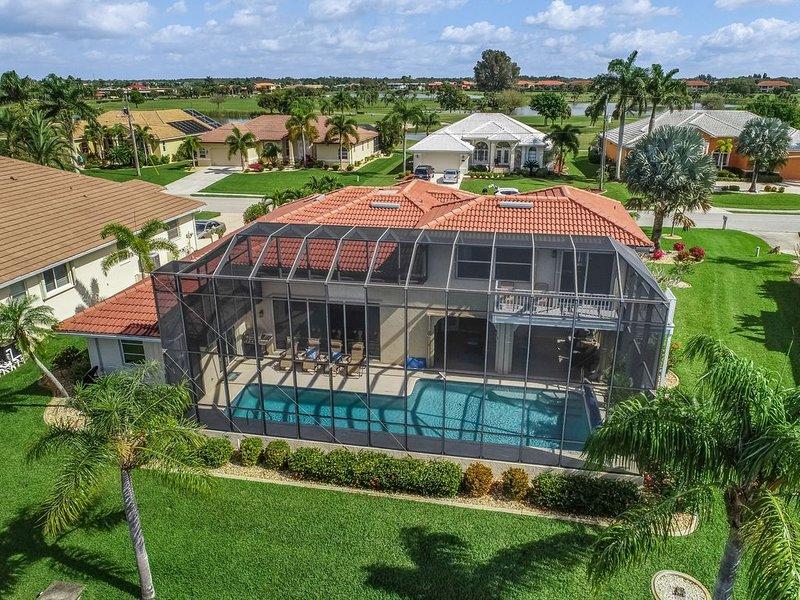 Spacious, waterfront home w/ a dock, heated pool, & spacious lanai, location de vacances à Punta Gorda