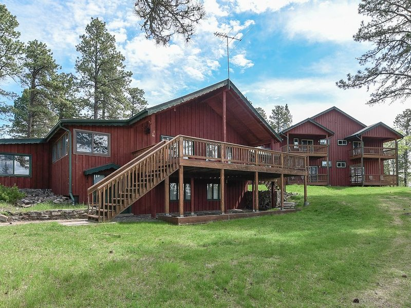 Large Private Home nestled on 27 beautiful Black Hills Acres with 10,000 S.F., vacation rental in Deadwood