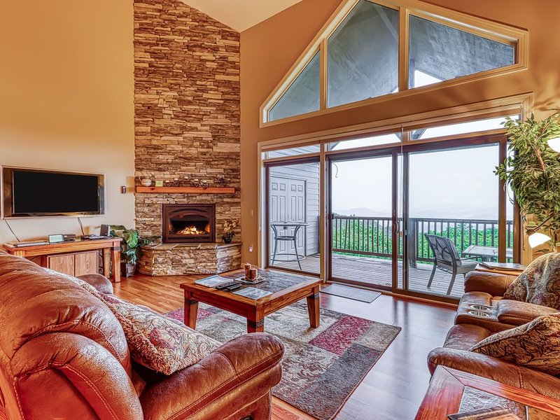 Large, family-friendly condo with amazing views, gourmet kitchen & loft, holiday rental in Sugar Mountain