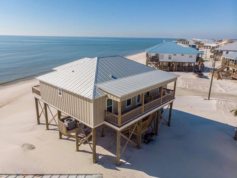 New Construction, professionally decorated, gulf-front home, aluguéis de temporada em Grand Bay