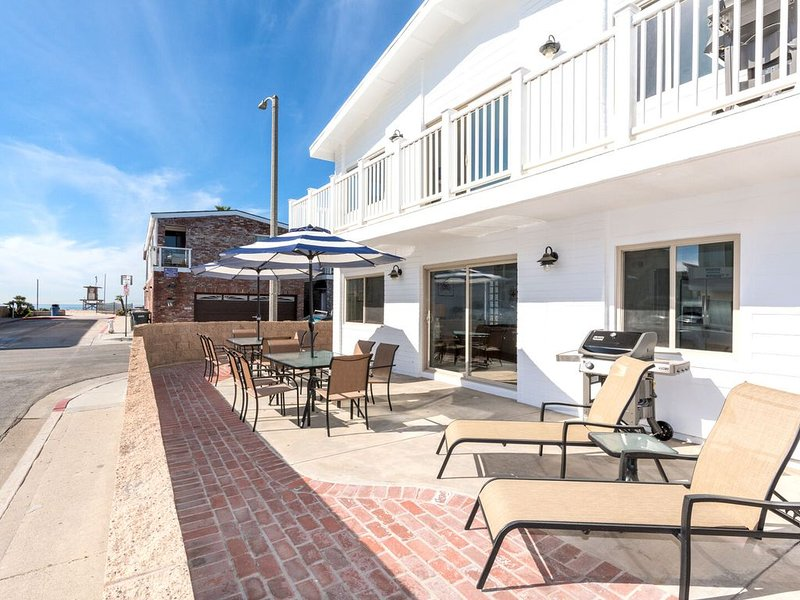 Just Remodeled! New Listing 1 House from the sand! - Downstairs Unit, vacation rental in Newport Beach
