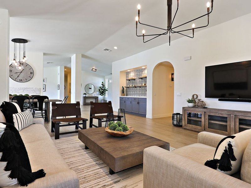Delaware Estate - Expansive Backyard, Pool/Spa, Games, Great for Entertaining!, alquiler de vacaciones en Palm Desert