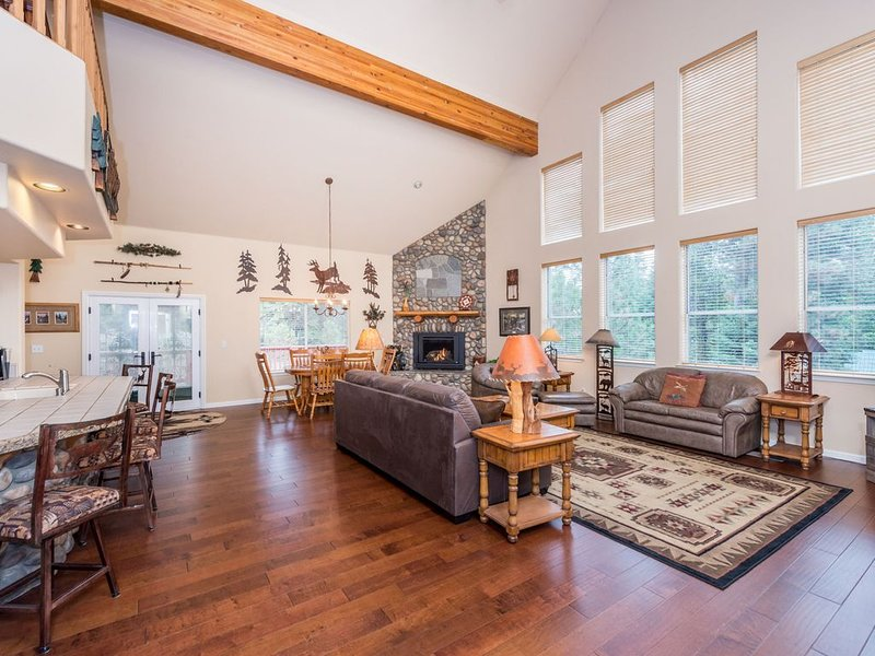 Dog-friendly home with free WiFi, gas fireplace, grill & game room, holiday rental in Auberry