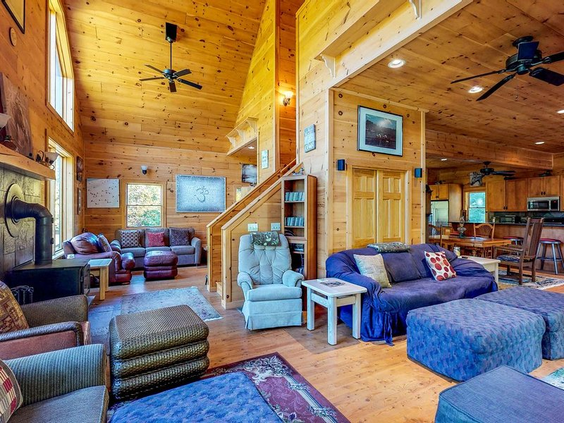 Dog-friendly log cabin w/wood stove & deck - near North Maine Woods, holiday rental in Kokadjo