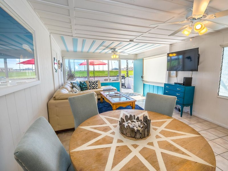 Affordable Vintage Beachfront Vacation Cottage - Left Side, vacation rental in Newport Beach