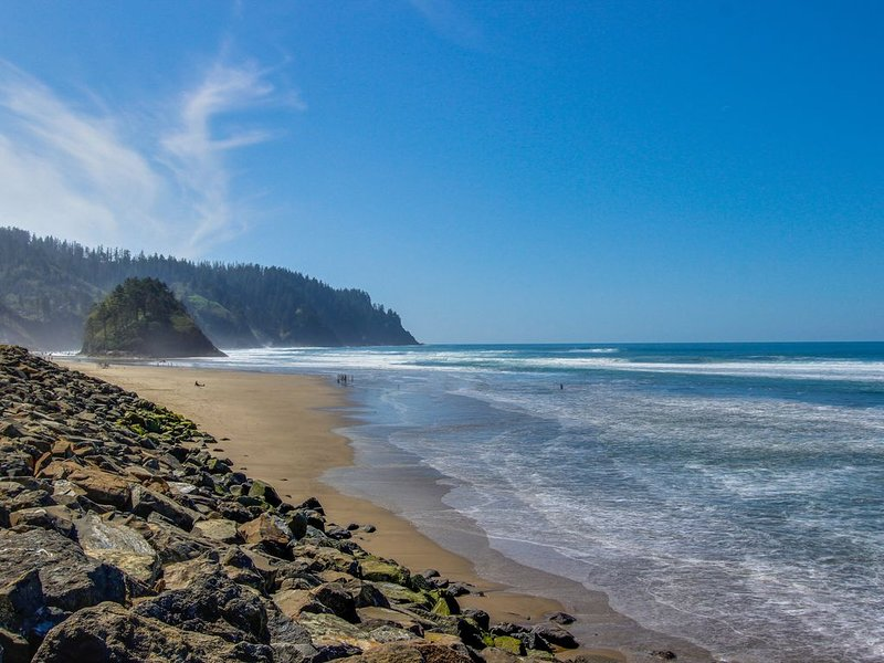 Dog-friendly oceanfront condo w/ amazing ocean views- walk to beach, alquiler de vacaciones en Neskowin