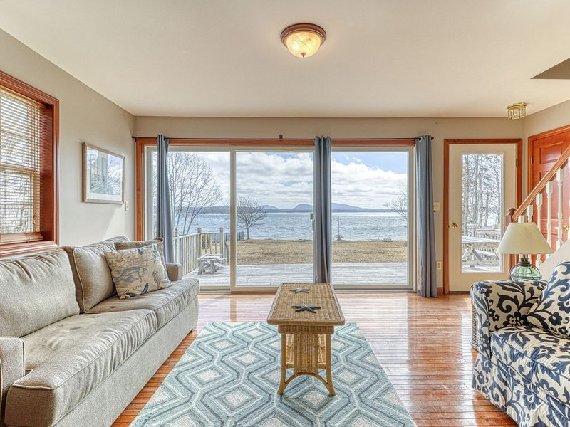 Oceanfront home w/ gorgeous views, deck & pebble beach - 2 dogs OK!, vacation rental in Trenton