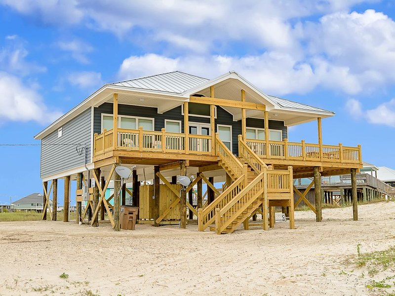 Beach home w/amazing views from deck, modern perks, and style, alquiler de vacaciones en Fort Morgan