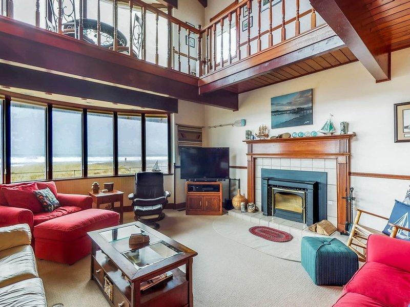 Waterfront home w/ ocean views, hot tub & fireplace - dogs welcome!, location de vacances à Westport