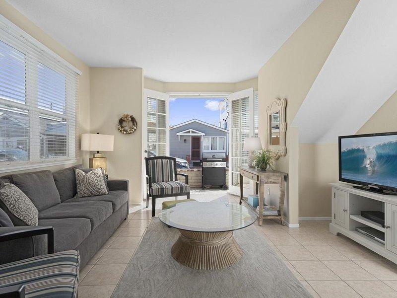 Clean N Charming Ocean View Beach House - Downstairs Unit, vacation rental in Newport Beach