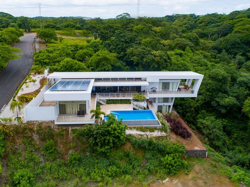 Spectacular, ultramodern villa w/ a private pool, pool spa, & ocean view!, holiday rental in Playas del Coco