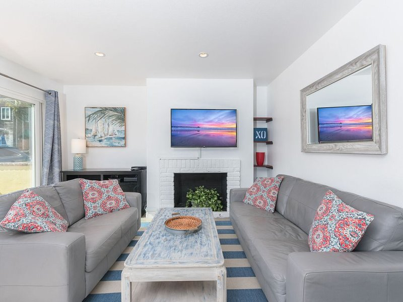 New Listing! Sunny Family Beach Vacation Home with AC! - Downstairs Unit, vacation rental in Newport Beach