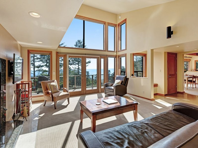 Blue water & white water views, private setting, shared pools, saunas & tennis! – semesterbostad i The Sea Ranch