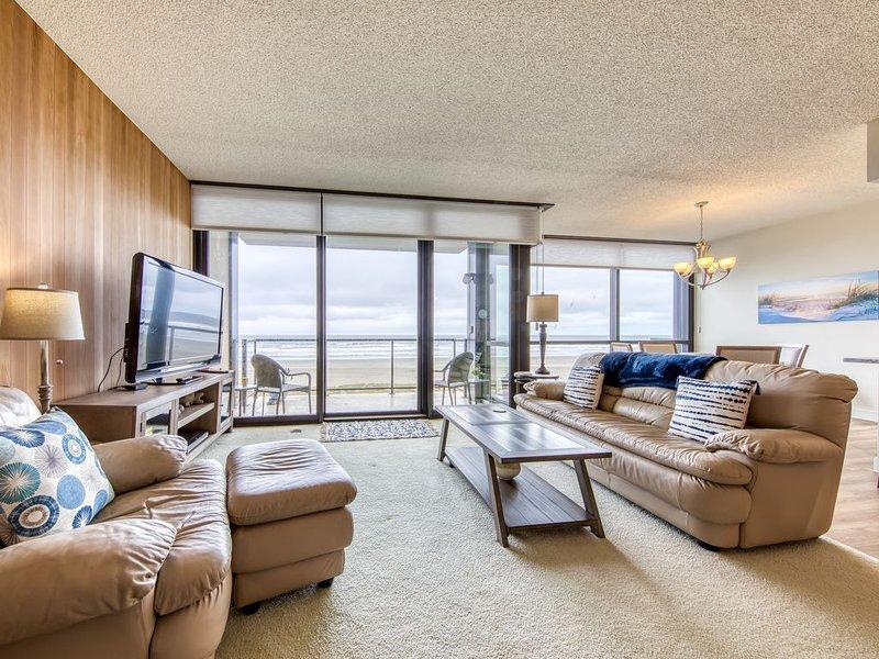 Fifth-floor, oceanfront condo w/ amazing ocean views - steps to the beach!, vacation rental in Seaside