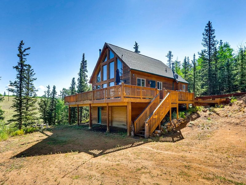 Tall Pines Cabin is a majestic home located near Lost Creek Wilderness and Tarra, holiday rental in Jefferson
