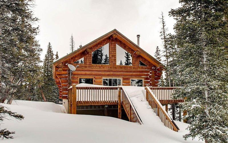 Pet Friendly a true LOG cabin that is cozy and has amazing views - A True Mounta, holiday rental in Alma