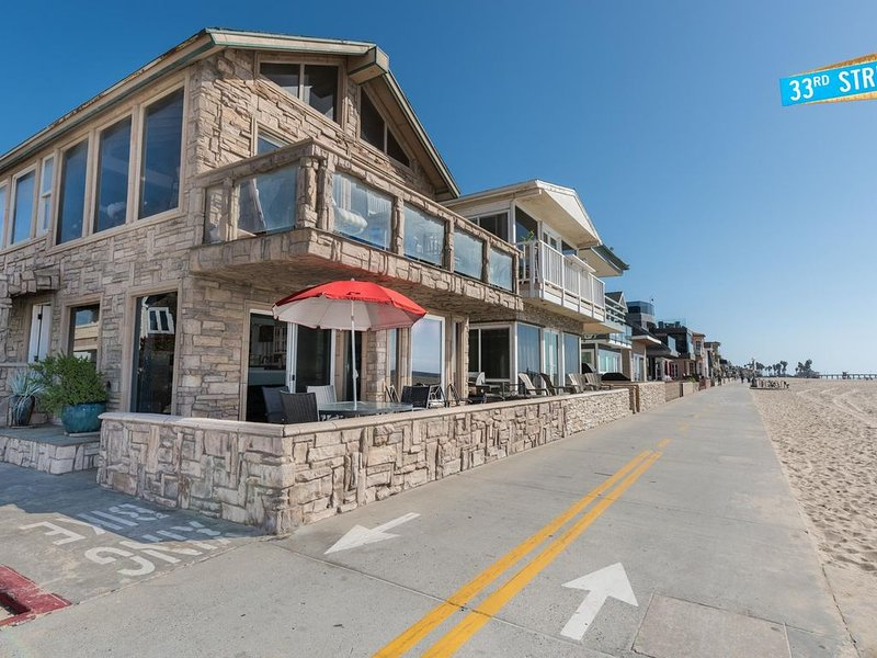 New Listing! Oceanfront Downstairs Family Vacation Home, vacation rental in Newport Beach