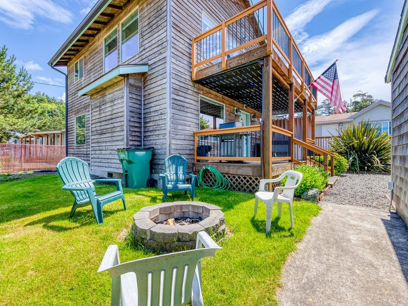Dog-friendly home w/ private hot tub & firepit - walk to the beach!, holiday rental in Garibaldi