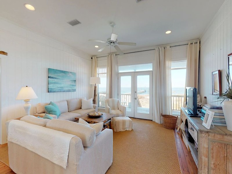 Waterfront beach cottage on Dauphin Island on a white sandy beach, holiday rental in Coden