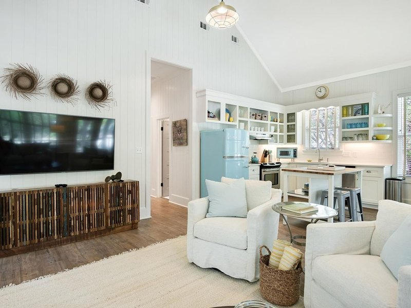 Goodnight Moon: Newly Renovated Grayton Beach Cottage - 4 Bikes Included! – semesterbostad i Santa Rosa Beach