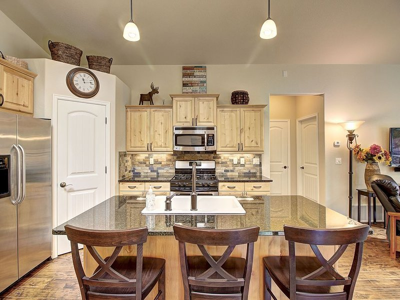 Perfect 3b/3b townhome in Meadowlake with summer hot tub and pool!, alquiler de vacaciones en Columbia Falls