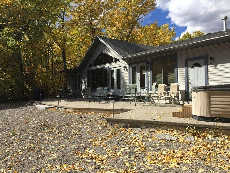 Murphy`s Creekside ~ Comfortable One-Level Home on Rock Creek...a Fishing Paradi, location de vacances à Rouge Lodge