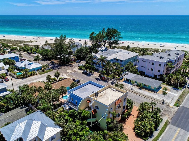 renovated with no expense spared, 3 bed 3 bath gulf views. with private pool/spa, vacation rental in Holmes Beach