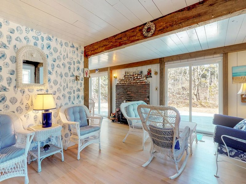 Cozy & private cottage w/ a large yard  - perfect for families!, holiday rental in Edgartown