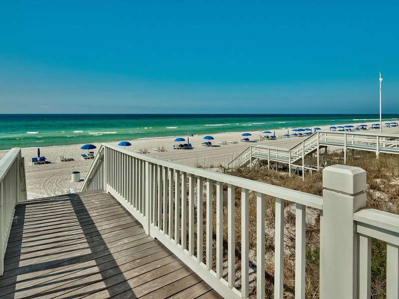 Charming 3br, 2.5bth condo in the heart of Carillon Market Street Shops, holiday rental in Carillon Beach