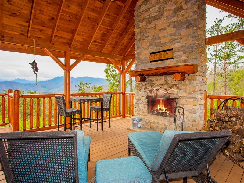 Free Tickets | Luxury Cabin, Jaw Dropping Views, Hot Tub, Games, Fire-Pit, casa vacanza a Sevierville