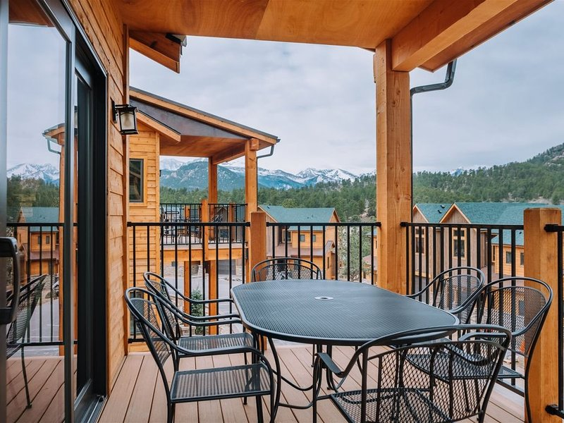 Watch the Sunset Over the Rockies in a Luxury Townhome, vacation rental in Estes Park