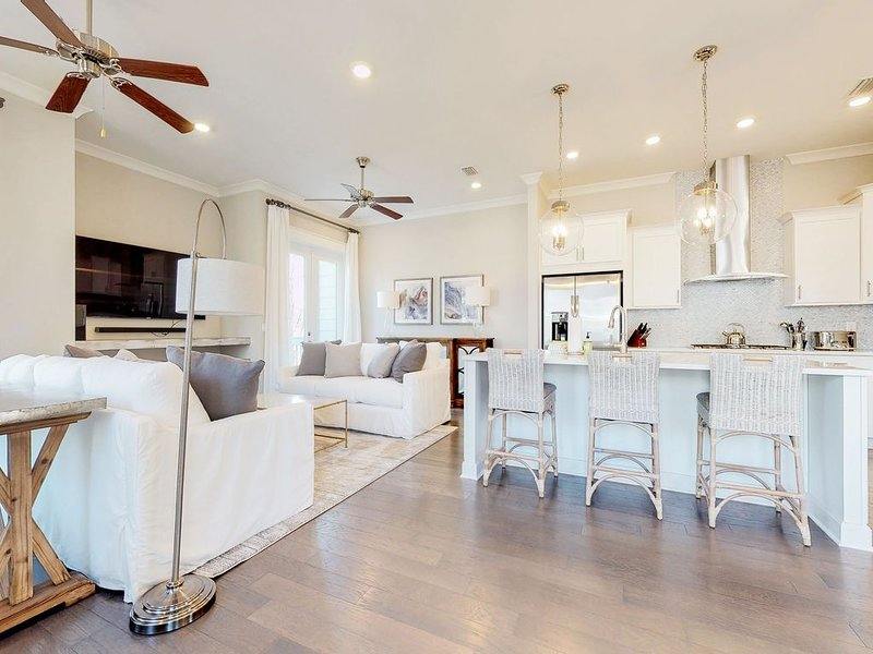 Prominence townhome w/ private patio & shared pool/gym/beach shuttle!, holiday rental in Inlet Beach
