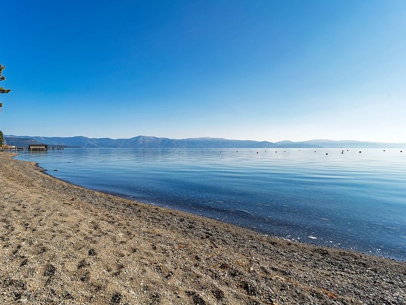 Frente al lago Tahoe Living! ¡A solo unos pasos de la playa!