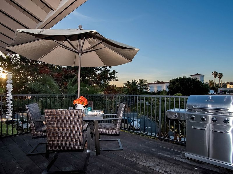 Bright & family-friendly condo with large deck and grill - walk to beach!, alquiler de vacaciones en San Clemente
