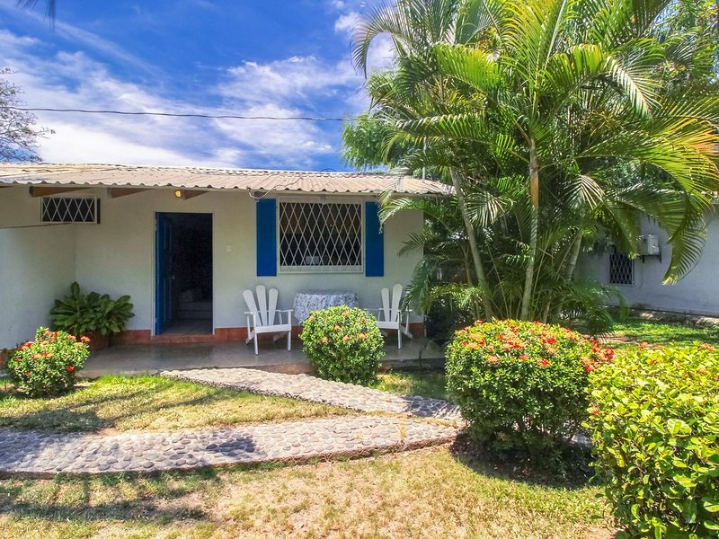 Inviting oceanfront villa w/ shared pool, gardens & beach access!, holiday rental in Esparza