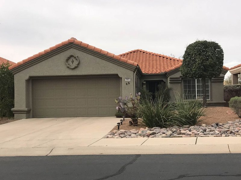 Bright, family-friendly home in quiet community w/ large patio, on-site golf!, holiday rental in Oracle