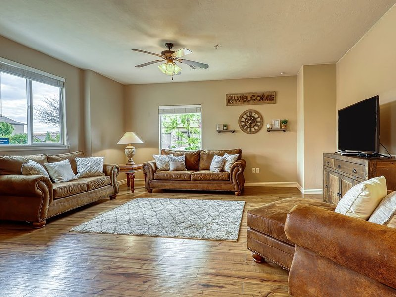 Gorgeous family-friendly condo w/ shared pool, hot tub & fitness!, holiday rental in Cedar City
