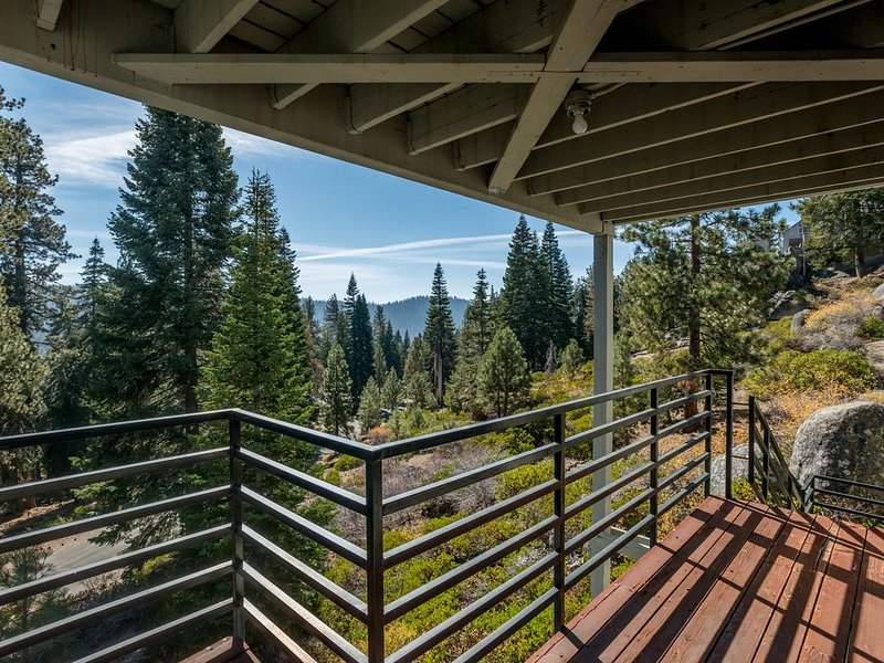 Huntington Lake condo with great views - near attractions, holiday rental in Huntington Lake