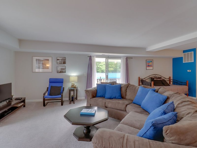 Second-Floor Condo w/ a Full Kitchen, Washer/Dryer, & Use of a Boat Slip, holiday rental in Mineral