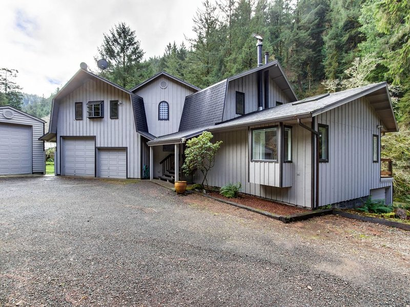 Dog-friendly riverfront house w/ private hot tub - short drive to the beach!, vacation rental in Cloverdale
