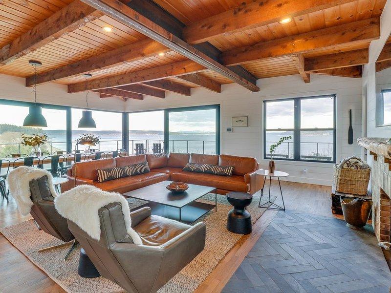 Luxurious water front, water view, home w/ full kitchen, & WiFi!, location de vacances à Greenbank