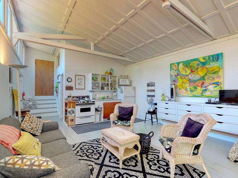 Quiet and dog-friendly studio, walking distance to the harbor!, alquiler de vacaciones en Damariscotta