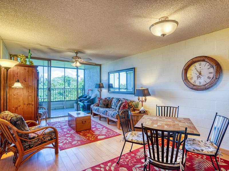 Ocean view condo w/ private lanai, shared pool, & full kitchen!, alquiler de vacaciones en Hilo