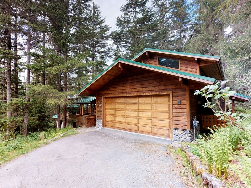 Beautiful house with custom touches, quiet location, lovely views, alquiler de vacaciones en Girdwood
